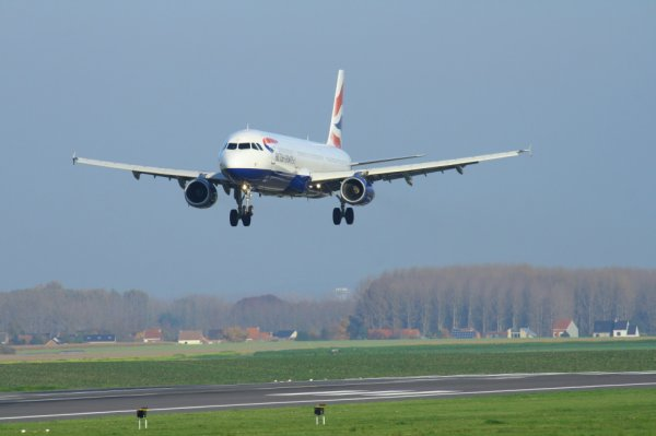 BRITISH AIRWAYS  AIRBUS A321-200  G-EUXI