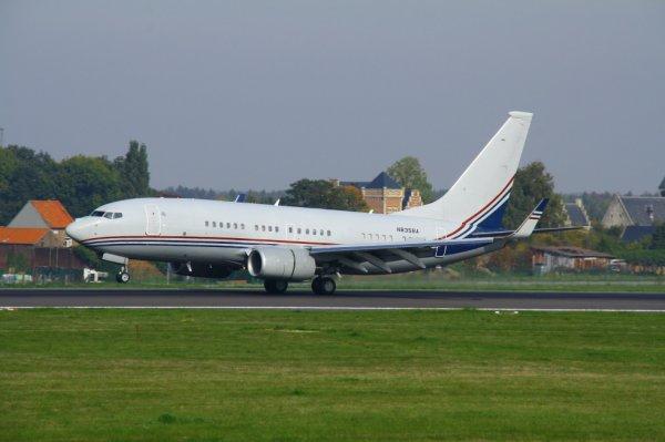 BOEING   BOEING 737-700  N835BA