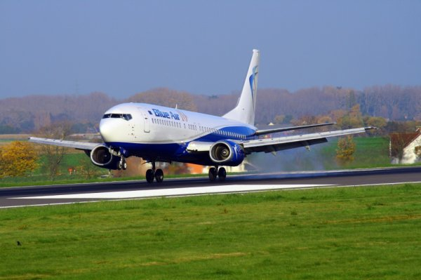 BLUE AIR  BOEING 737-400  YR-BAR