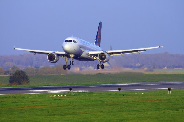 BRUSSELS AIRLINES  AIRBUS A319-100  OO-SSD