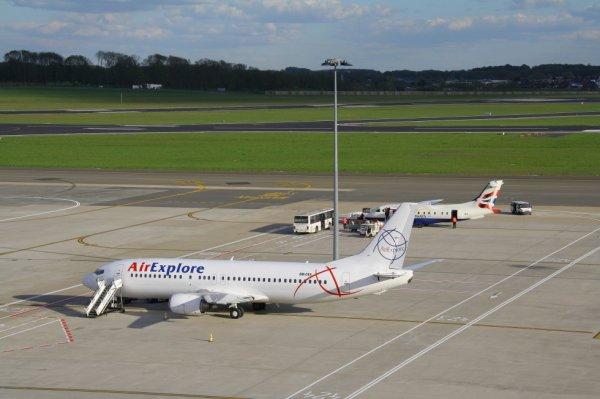 AIR EXPLORE  BOEING 737-400  OM-DEX