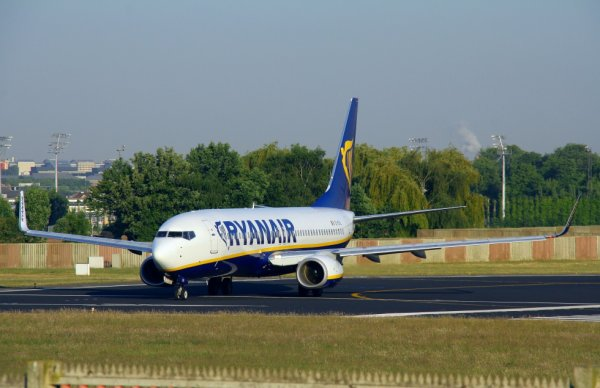 RYANAIR  BOEING 737-800  EI-EVL