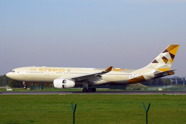 ETIHAD AIRWAYS  AIRBUS A330-200  A6-EYD