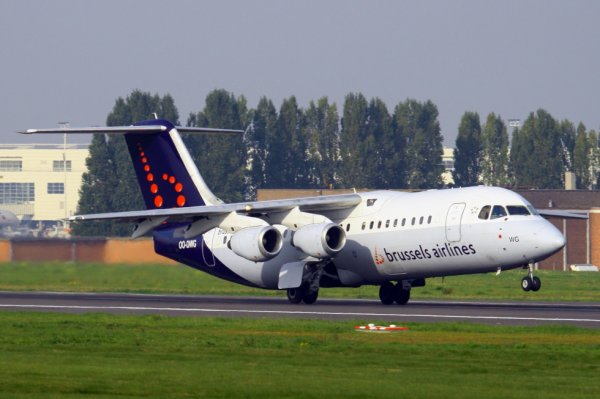 BRUSSELS AIRLINES  AVRO RJ100  OO-DWG