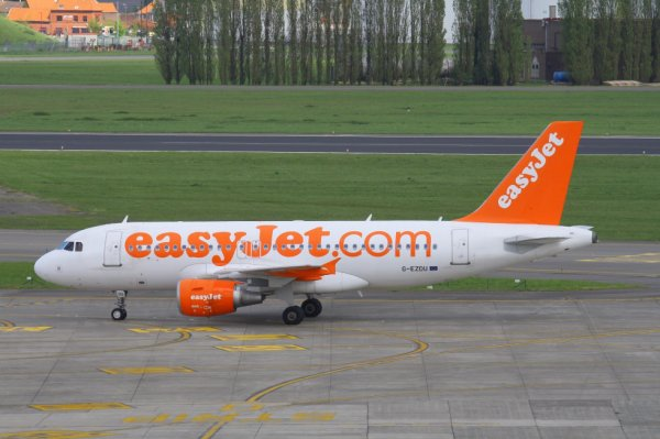EASYJET AIRLINES  AIRBUS A319-100  G-EZDU