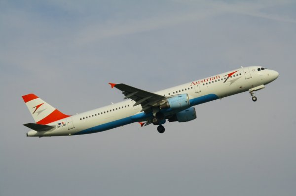 AUSTRIAN AIRLINES  AIRBUS A321-200  OE-LBF