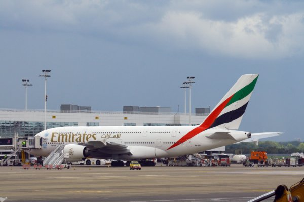 EMIRATES  AIRBUS A380-800  A6-EEV