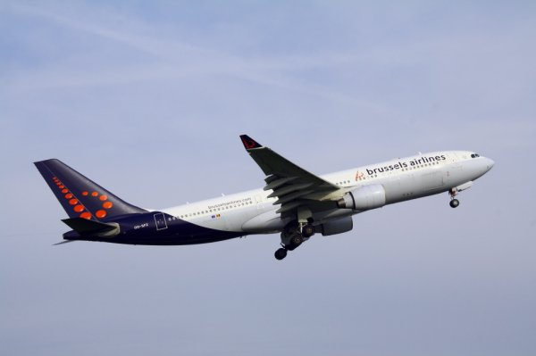 BRUSSELS AIRLINES  AIRBUS A330-200  OO-SFZ