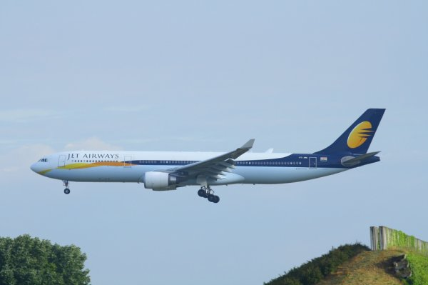 JET AIRWAYS  AIRBUS A330-300  VT-JWU