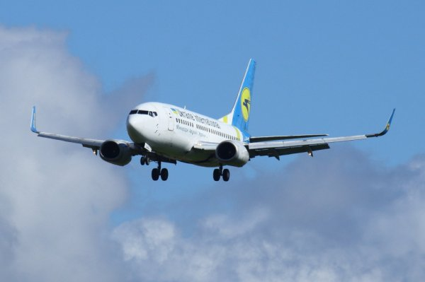 UKRAINE INT'L AIRLINES  BOEING 737-500  UR-GAU
