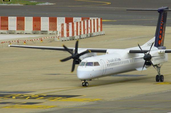 BRUSSELS AIRLINES  DASH8Q-400  G-ECOK