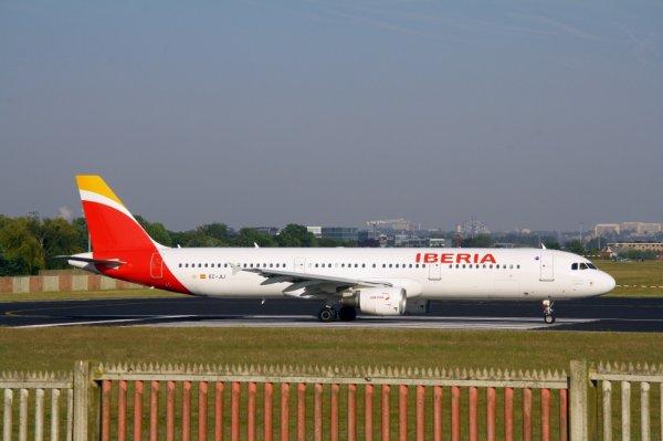 IBERIA  AIRBUS A321-200  EC-JLI