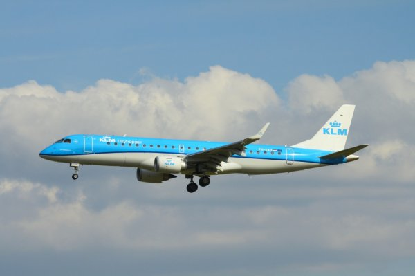 KLM-CITYHOPPER  ERJ-190-100  PH-EXD