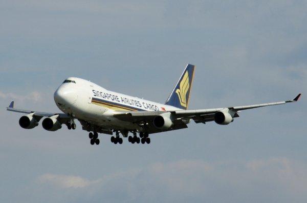 SINGAPORE AIRLINES CARGO  BOEING 747-400F  9V-SFP