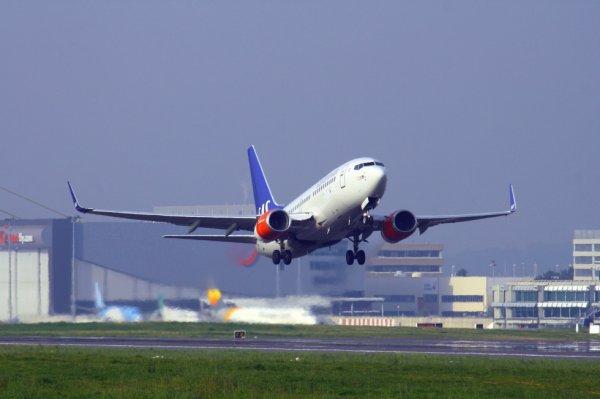 SAS-SCANDINAVIAN AIRLINES  BOEING 737-700  SE-RJU
