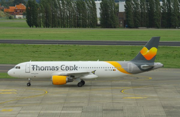THOMAS COOK  AIRBUS A320-200  OO-TCW