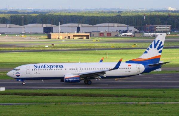 SUN EXPRESS  BOEING 737-800  TC-SNL