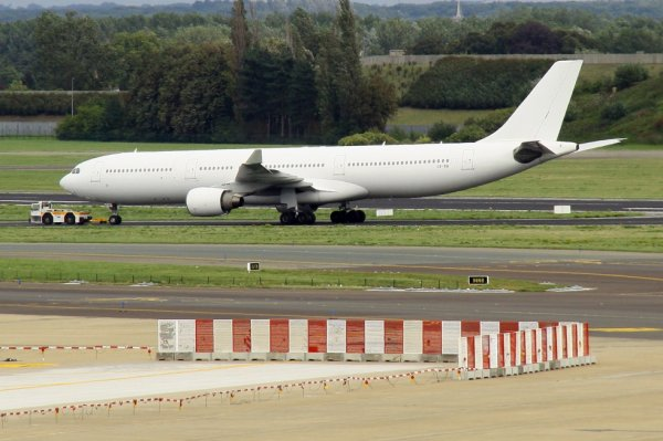 HI FLY  AIRBUS A330-300  CS-TRI