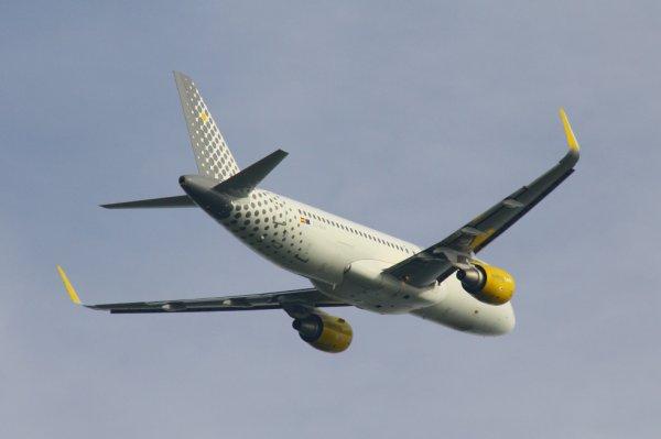 VUELING  AIRBUS A320-200  EC-MAH