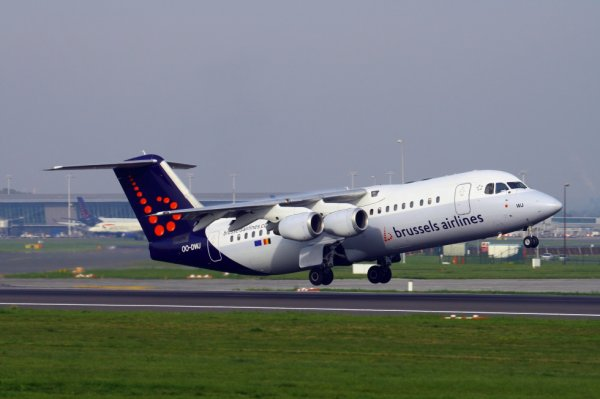 BRUSSELS AIRLINES  AVRO RJ-100  OO-DWJ
