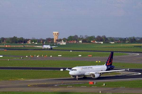 BRUSSELS AIRLINES  AIRBUS A319-100  OO-SSA