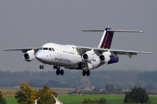 BRUSSELS AIRLINES  AVRO RJ-100  OO-DWI