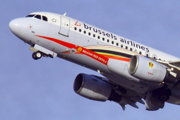BRUSSELS AIRLINES  AIRBUS A320-200  OO-SND