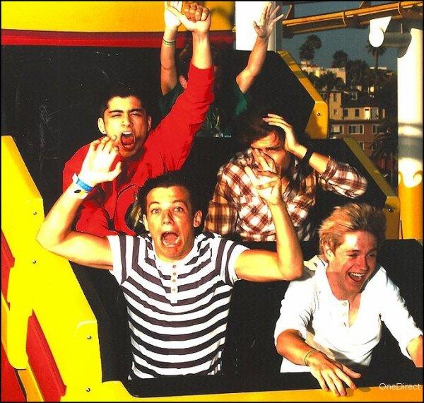Le 23 Juillet nous retrouvons Harry qui assister a un repas de famille (c'étaient probablement un anniversaire d'une de ces tantes). Puis nous retrouvons Louis (avec son masque de spiderman) le 24 Juillet dans les rues de Londres. Pour finir une exclusivité, une photo de Zyan, Liam, Louis & Niall  dans un manège de parc datand du dernier voyage en Californie (je vous laisse admirer leurs beauté) ! ;P x')