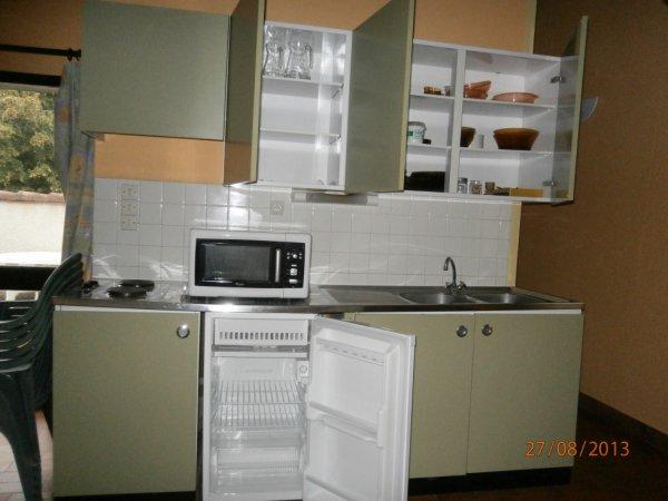 La cuisine complètement équipée (tous les équipements ne sont pas sur cette photo)