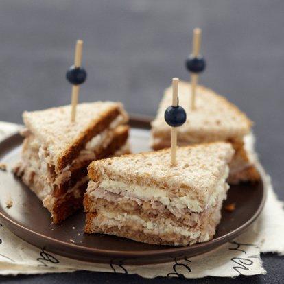 """"""" Club Sandwichs au Thon et Fromage de Chèvre Frais """""""