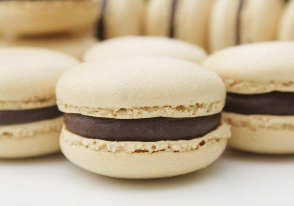 """ Macaron aux Deux Chocolats ( Ganache Chocolat Blanc) """