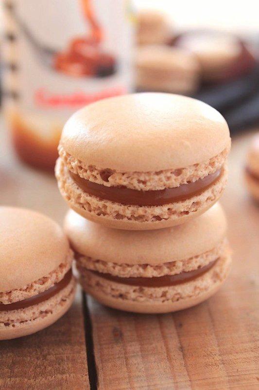 """ Macarons au Caramel au Beurre Salé ( Meringue Italienne ) """