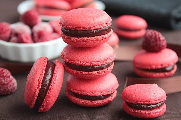 """"""" Macarons Chocolat au Lait & Framboise """""""