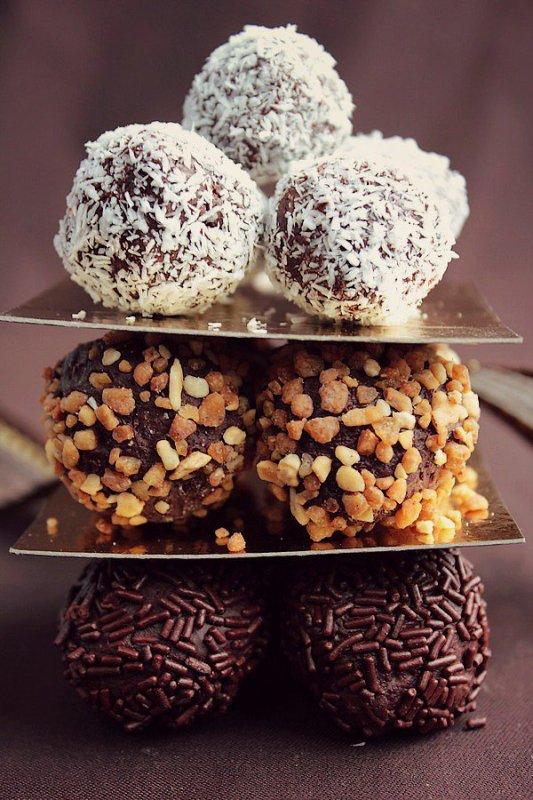 """"""" Truffes Chocolat, Pralin & Noix de Coco ( Recette Spécial NOËL ) """""""