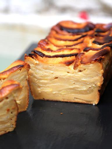 """"""" Gâteau invisible aux pommes et au caramel au beurre salé """""""