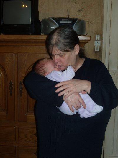 mamie (ma mere) avec sa petite fille lauriane