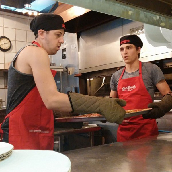 "Christopher Mintz-Plasse & Dave Franco pour ""It's All Possible LG""  (PART 5)"