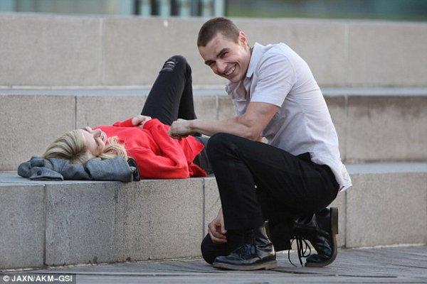 Emma Roberts et Dave Franco partagent un baiser passionné  pour le nouveau thriller Nerve
