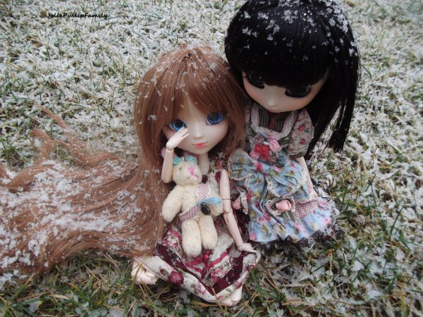 Emilie et Lou dans la neige