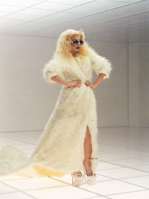 "Lady Gaga dans ""Bad Romance"""