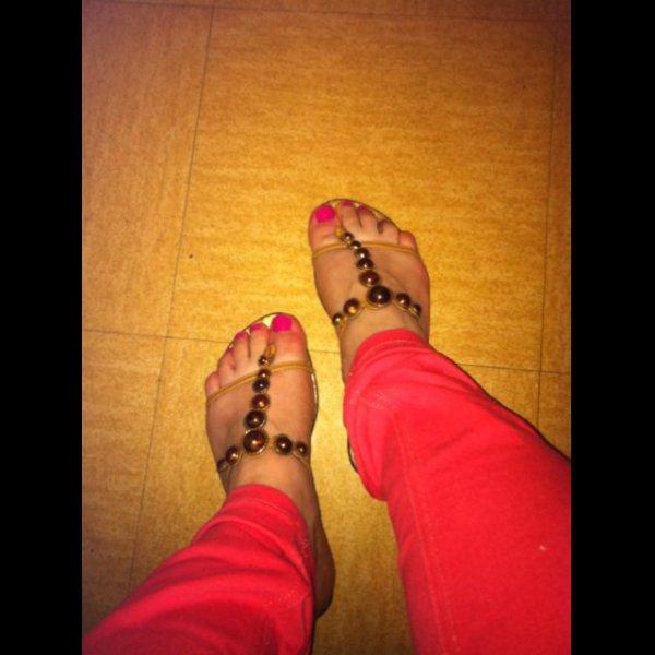 Encore les jolis pieds de Selmouya