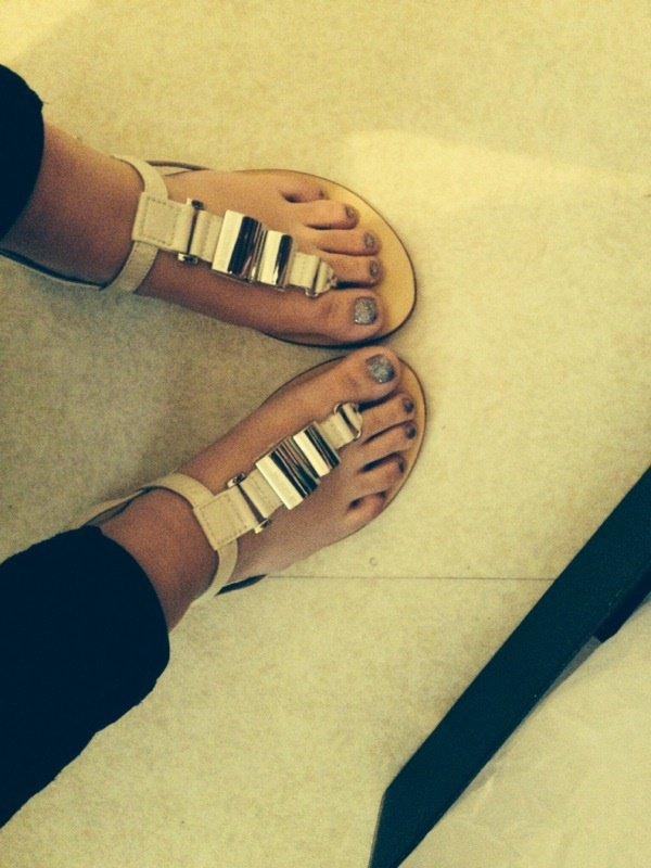 Les adorables pieds de Léa!