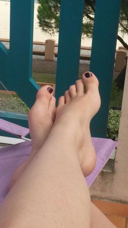 Encore les pieds d'Aurélie , magnifiques !