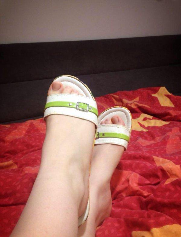 Voici les jolis petits pieds de Valérie ! :)