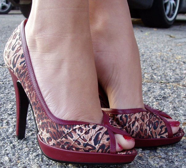 En avant les pieds féminins :)
