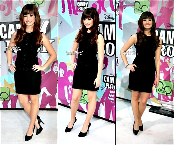 11/06/2008 : Demi Lovato était à la grande première de « Camp Rock » à New-York.