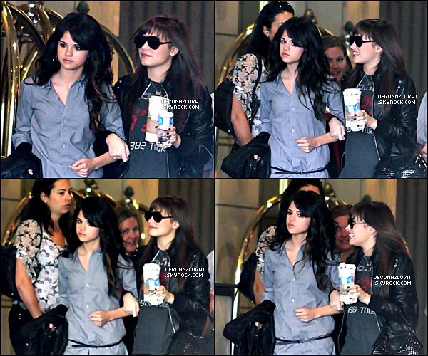 03/07/2008 : Demi Lovato et Selena Gomez ont été vue à Toronto au Canada.