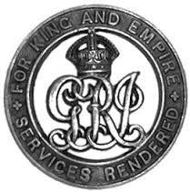 L'insigne de guerre en argent.