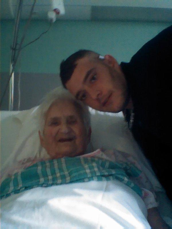 Mamie voila les dernier souvenir de toi et moi , tu nous a quitter hier a 12h30 tu me manque repose en paix
