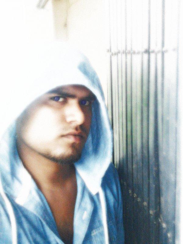 Manish Singh - demigod in da hood...!!!!